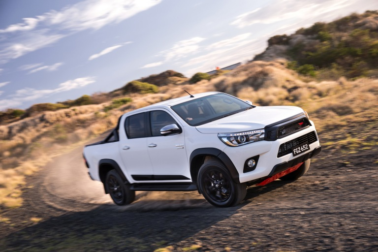 17_HiLux_TRD_Accessories_06hr.jpg