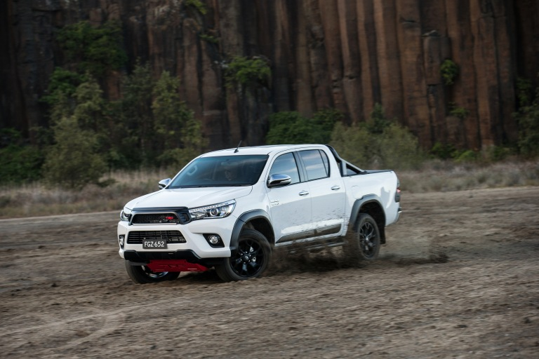 17_HiLux_TRD_Accessories_07hr.jpg